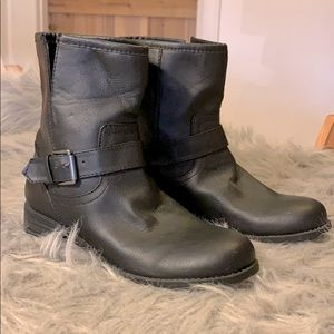 That NSA Americana pair of boots size 9